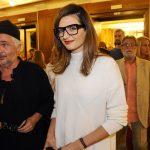 Stana Katic asiste a la apertura de conciertos de la Filarmónica de Belgrado